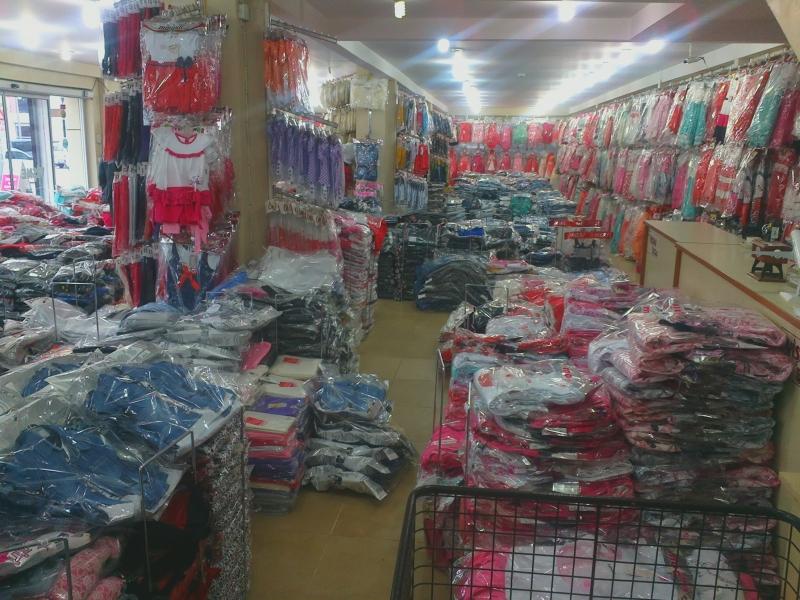 Một góc tại cửa hàng quần áo trẻ em chợ Tân Bình