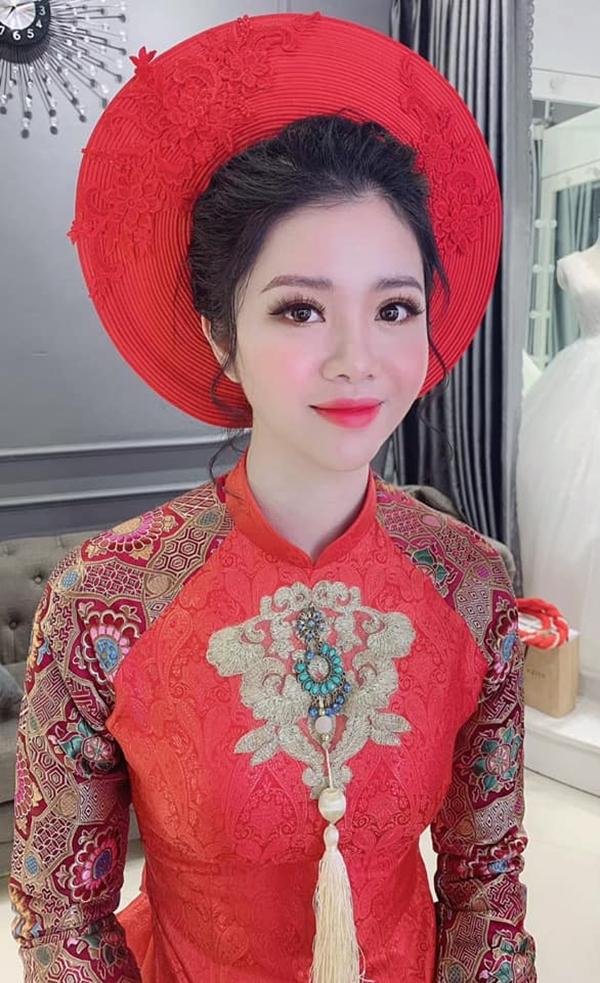 Cho thuê áo dài cưới đẹp nhất Phú Thọ với kiểu dáng hợp mốt, màu sắc áo dài nổi bật khi lên hình