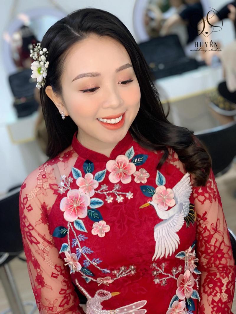 Sự thướt tha, sang trọng và đằm thắm của áo dài tôn lên khí chất của mỗi cô dâu