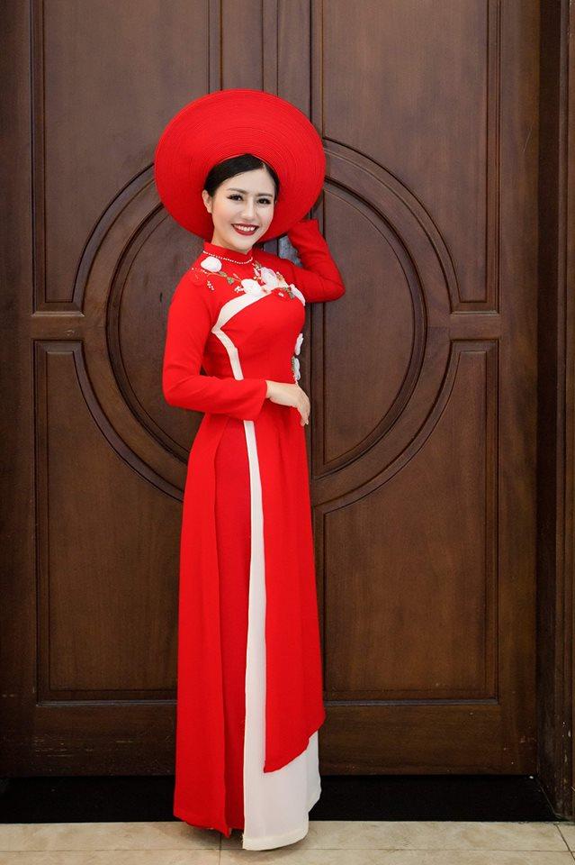 """Và bộ sưu tập áo dài cươi của Linhxinh Xinh sẽ giúp bạn """"hóa thân"""" thành cô dâu lộng lẫy nhất trong ngày trọng đại của mình."""