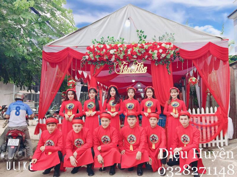 Dịch vụ bưng quả Diệu Huyền cũng là một trong những địa chỉ cho thuê áo dài cưới đẹp và chất lượng tại Quảng Ngãi.