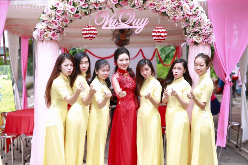 Áo dài cưới hỏi của tiệm đều được cập nhật theo xu hướng thời trang mới nhất