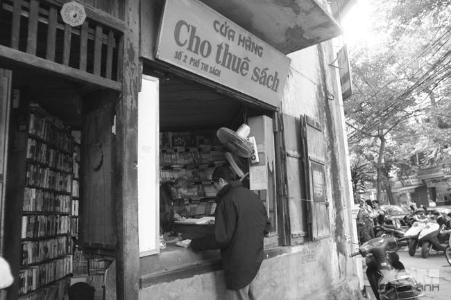 Những cửa hàng cho thuê sách báo in đậm dấu ấn tuổi thơ