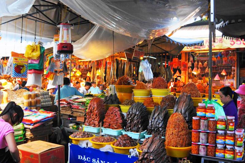 Những mặt hàng trù phú tại chợ Tịnh Biên