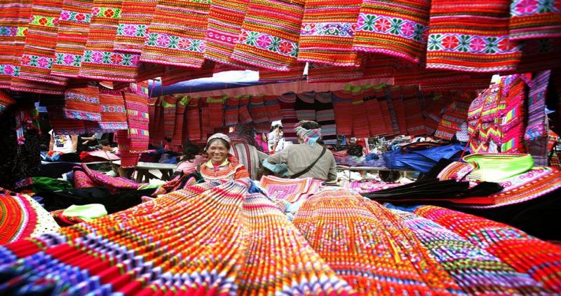 Chợ Sa Pa đông vui tấp nập