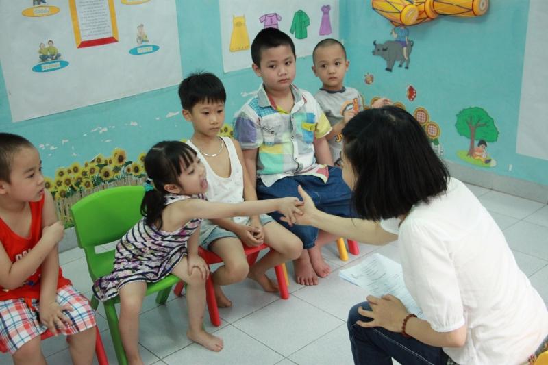 Cho trẻ gặp chuyên gia để tư vấn