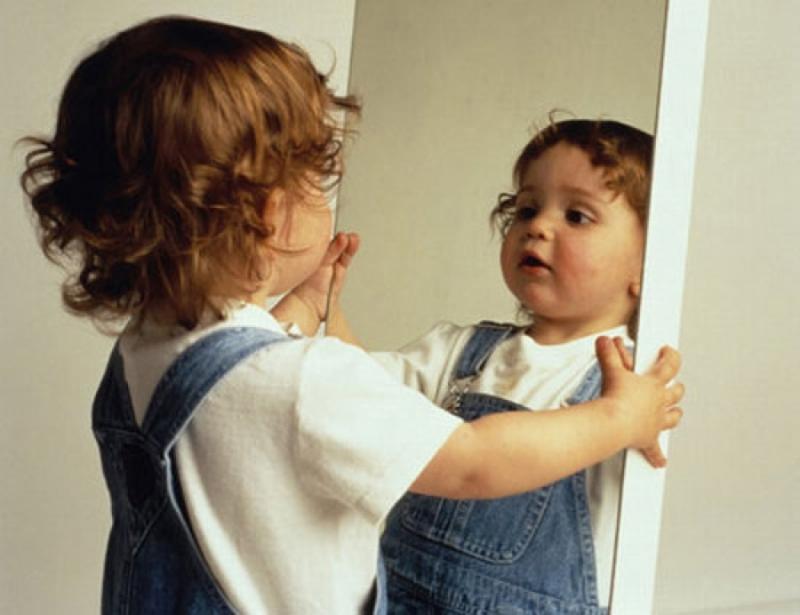 Cho trẻ tập nói trước gương