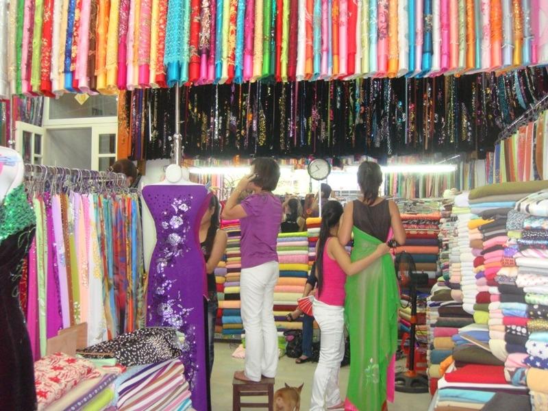 Chợ vải đường Lê Minh Xuân