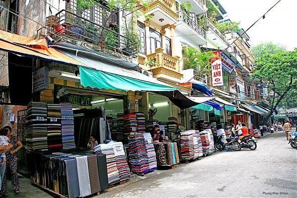 Chợ vải Phùng Khắc Khoan