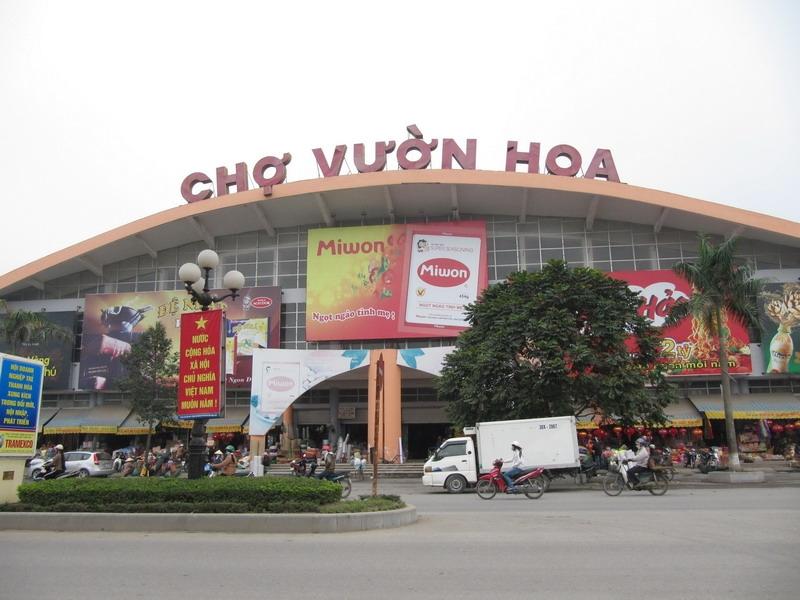 Cổng chính chợ Vườn Hoa