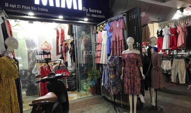 Chợ Xanh đã sớm trở thành điểm mua sắm giá rẻ dành cho sinh viên Hà Nội.