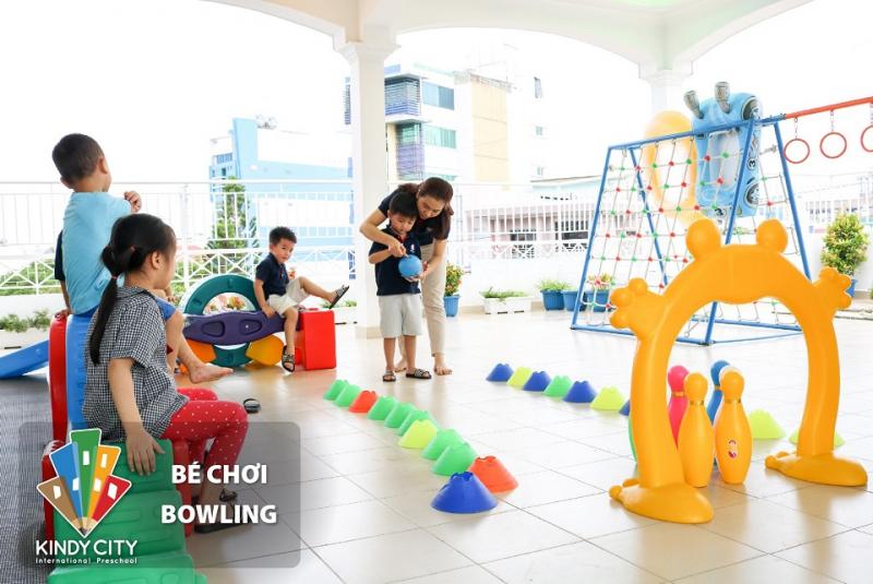 """Chơi """"bowling"""" (ảnh minh họa)"""