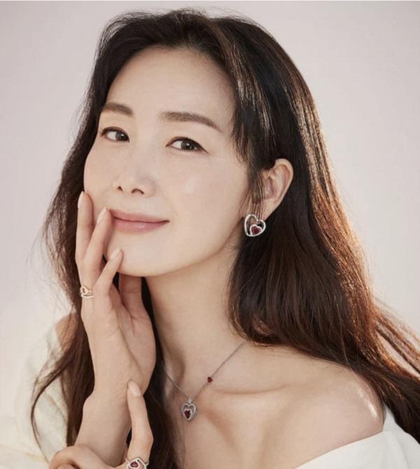 Choi Ji Woo - Rạng rỡ như thiếu nữ đôi mươi
