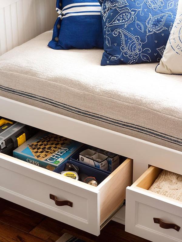 Chọn bàn, ghế, tủ có ngăn kéo đựng đồ