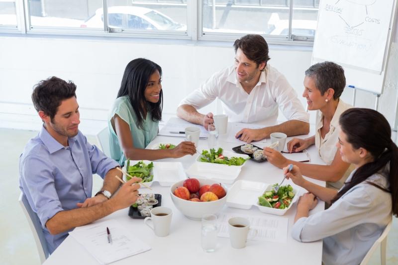Ăn nhiều rau củ quả vào bữa trưa vừa chống buồn ngủ, vừa tốt cho sức khỏe