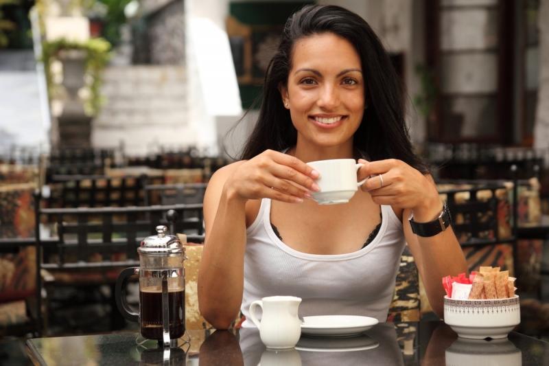 Uống cà phê vào buổi sớm giúp bạn giảm chứng suy giảm trí nhớ và bệnh Parkinson, Alzheimer.