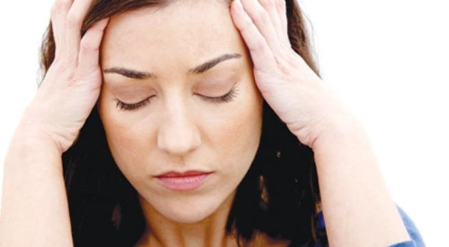 Khi khó ngủ, hãy chớp mắt liên tục trong vài phút để mắt mau mỏi và muốn ngủ