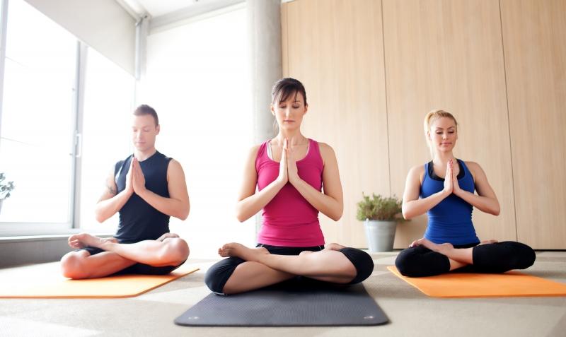 Khởi động trước khi vào tập các động tác Yoga