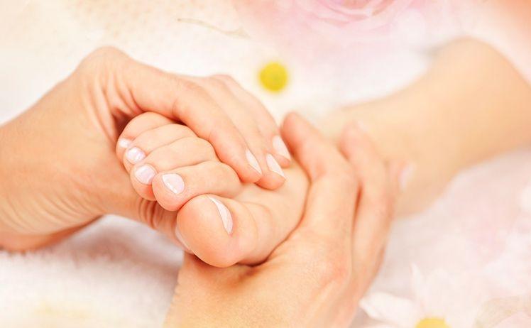 Chăm sóc sức khỏe đôi chân và giảm áp lực lên nó
