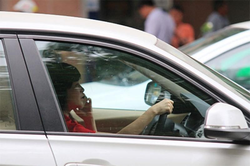 Chú ý những hành động gây xao nhãng trong khi lái xe
