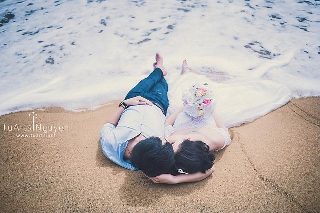 Với những bức ảnh trên bãi biển như thế này bạn chỉ cần thả chân trần trên cát là rất tuyệt rồi