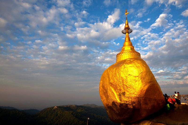 Chùa Kyaikhtiyo còn được gọi là chùa Đá vàng