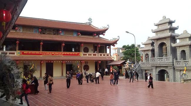 Không gian rộng lớn của chùa