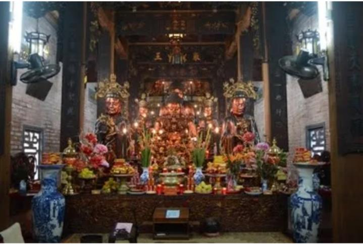 Các pho tượng quý trong chùa Bà Đá.