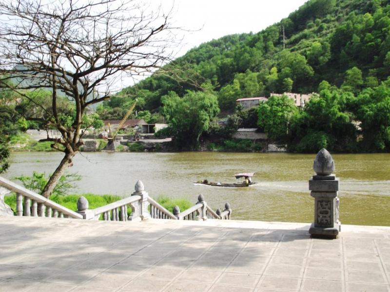 Bến nước bên dòng sông Đáy