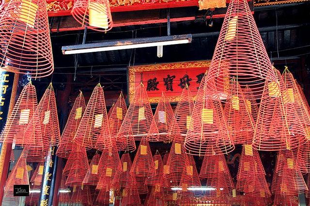 Chùa người Hoa thường phổ biến kiểu nhang vòng này