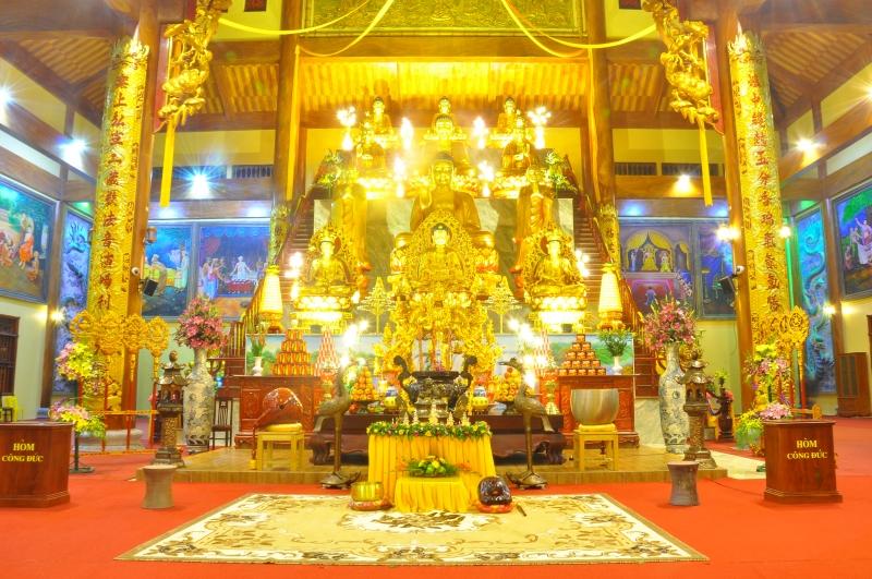 Đại Hùng Bảo Điện ( chùa chính) tại Chùa Ba Vàng