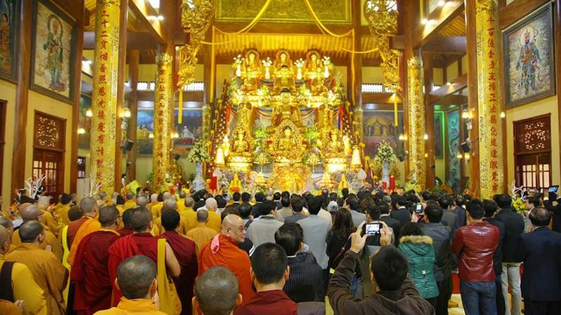 Cùng đường Tam bảo tại chùa Ba Vàng