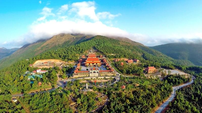 Toàn cảnh vị trí tọa lạc của chùa Ba Vàng
