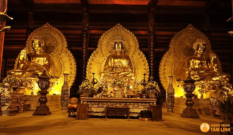 Tượng phật Tam Thế bằng đồng lớn nhất Việt Nam tại chùa Bái Đính (nguồn: hành trình tâm linh)