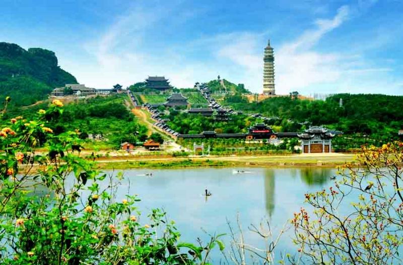 Cảnh sắc nên thơ quanh chùa Bái Đính