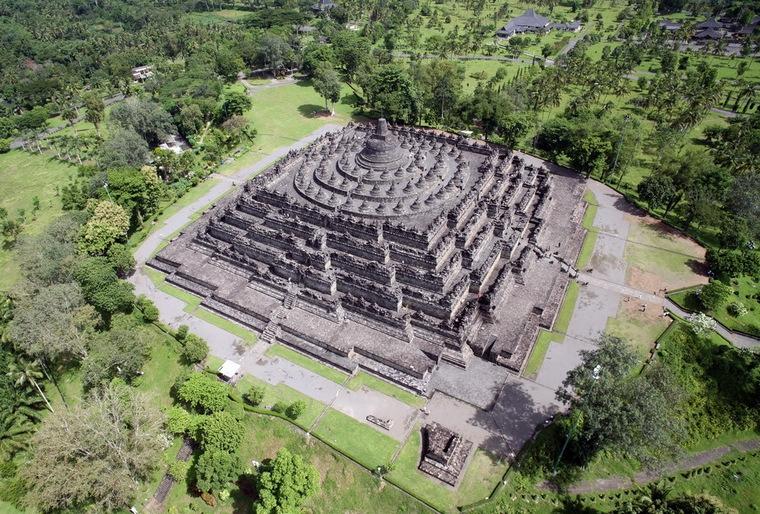 Chùa Borobudur nhìn từ trên cao.