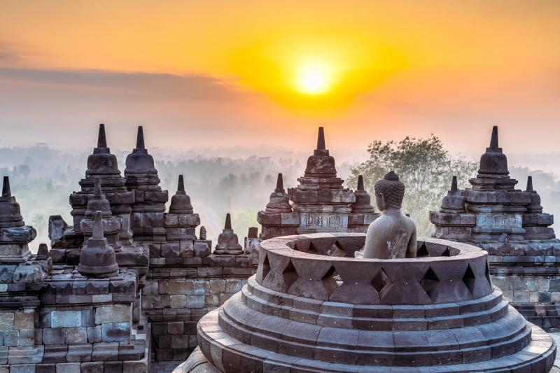 Chùa Borobudur lúc hoàng hôn.