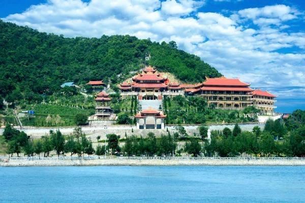 Toàn cảnh chùa Cái Bầu