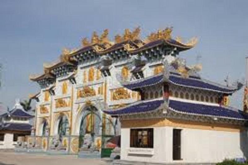 Cổng chùa Cao Linh vô cùng đẹp và đồ sộ