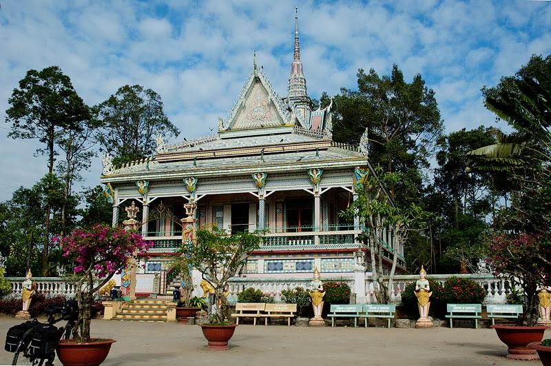 Ngôi chùa thu hút du lịch trong lẫn ngoài nước bởi lối kiến trúc vô cùng độc đấo