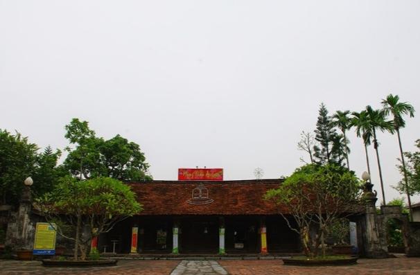 Mặt tiền Chùa Chuông