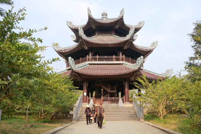 Tháp chuông chùa Bái Đính với lối kiến trúc độc đáo