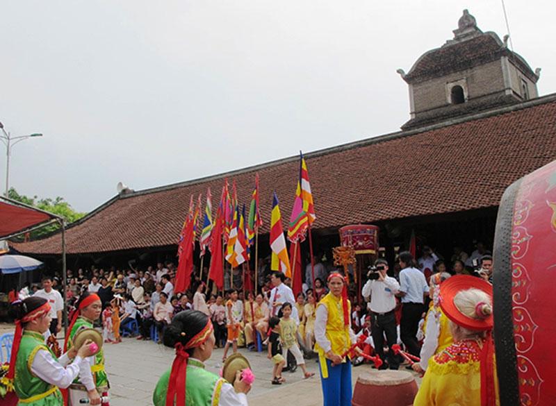 Lễ hội tại chùa Dâu
