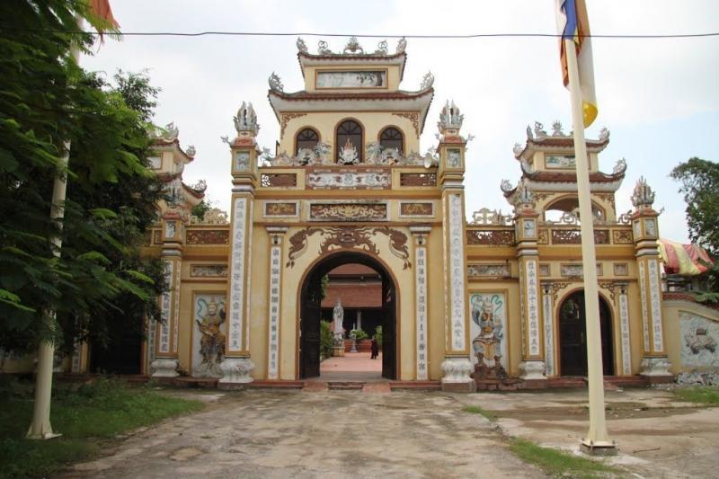 Tam quan chùa Diên Phúc