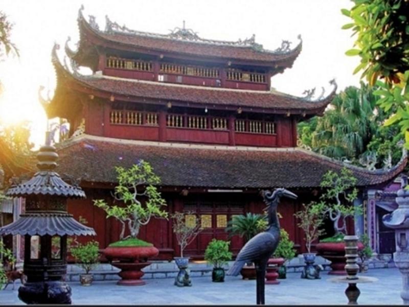 Gác chuông 3 tầng của chùa Dư Hàng