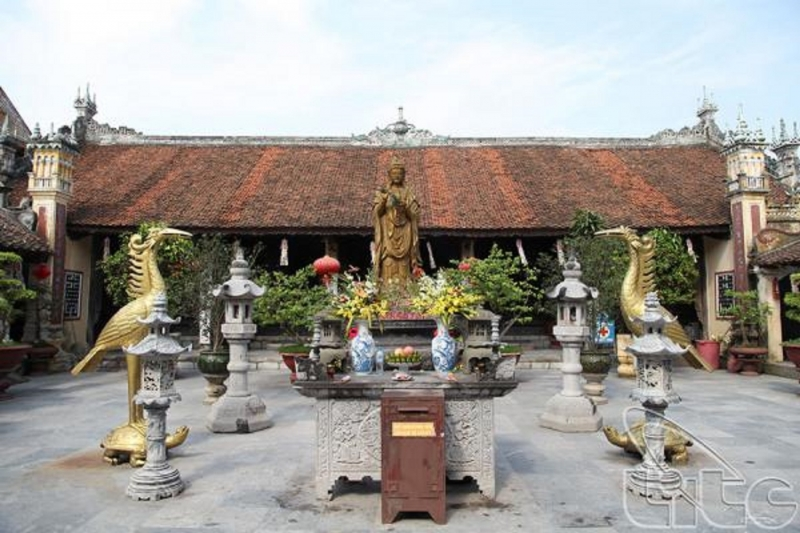 Chính điện chùa Dư Hàng