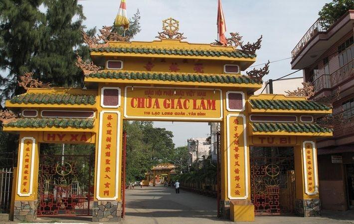 Cổng vào chùa Giác Lâm