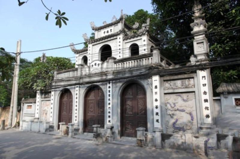 Cổng chùa Hà