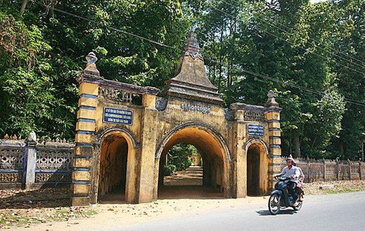 Cổng chùa Hang