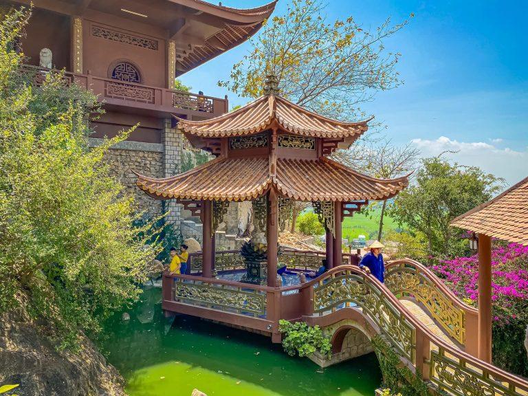 Vẻ đẹp của Chùa Hang